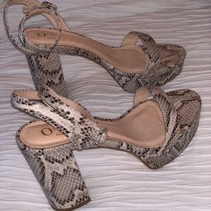 Restriction free heeled sandals